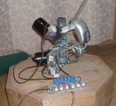 Sterowanie ramieniem robota przez potencjometr